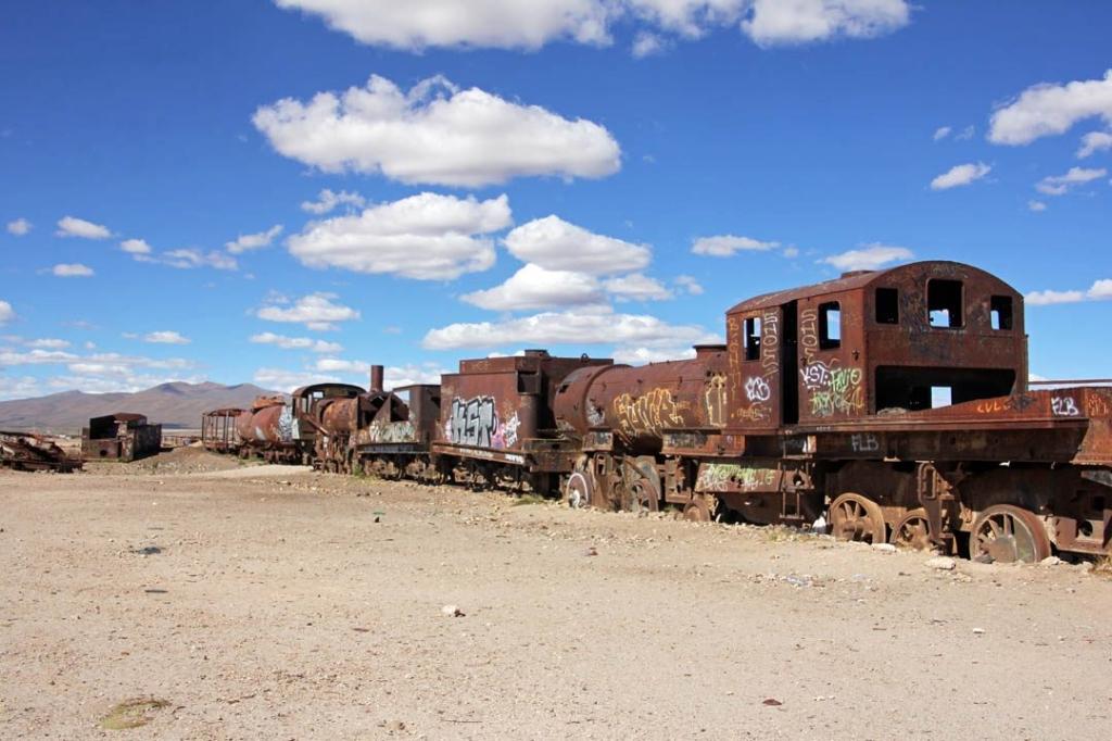 BOLIVIANA 2022 - Uyuni cimetiere trains